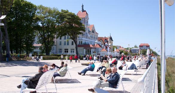 Der Baltic-Platz von Kühlungsborn lädt zu flanieren und sonnen ein